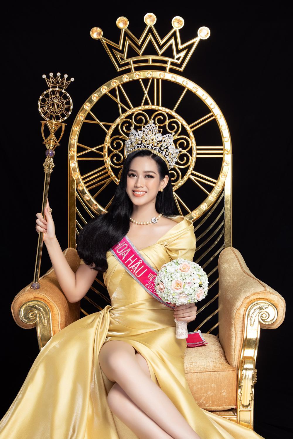 Mặt mộc của 3 hoa hậu đắt show nhất hiện nay: Em út Đỗ Thị Hà 'búng ra sữa' Ảnh 12