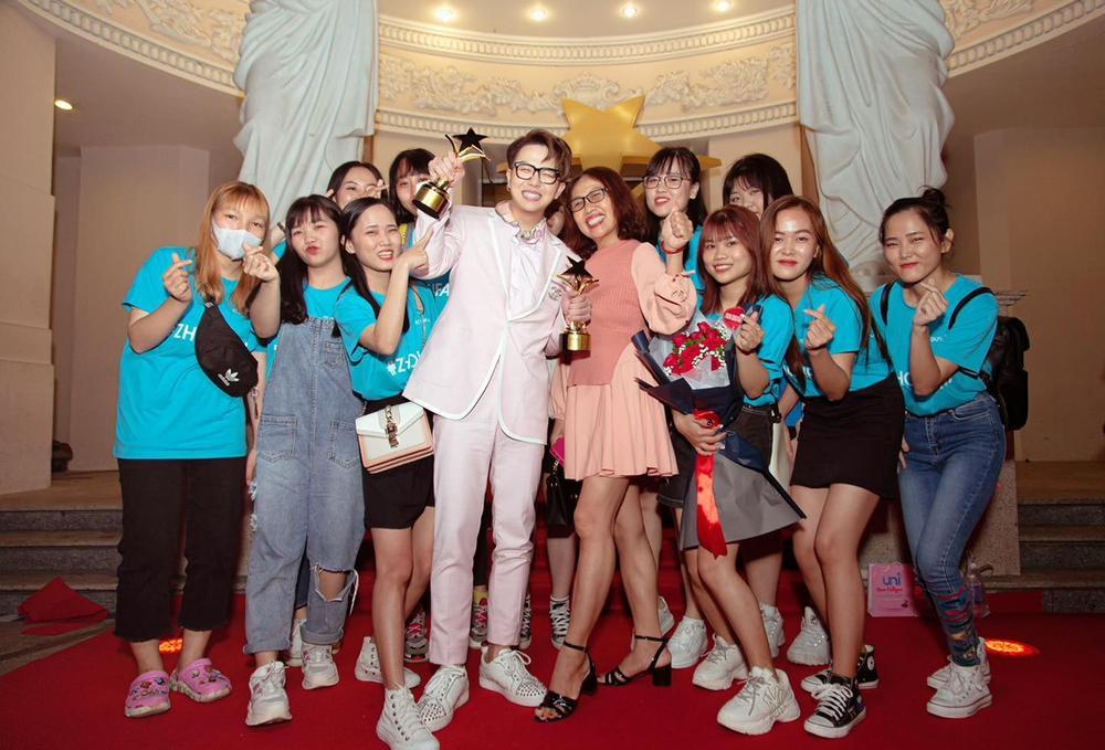 Duy Khánh - diễn viên duy nhất nhận 2 cúp tại 'Ngôi Sao Xanh 2020' nhờ webdrama Xóm sân si Ảnh 2