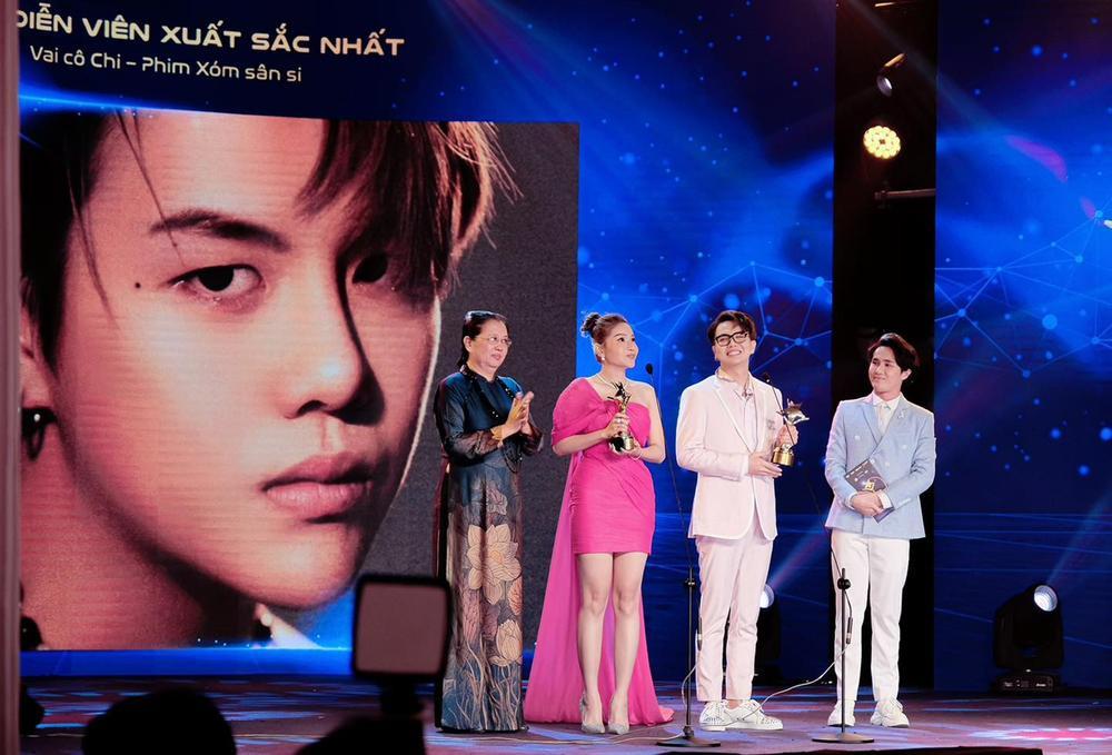 Duy Khánh - diễn viên duy nhất nhận 2 cúp tại 'Ngôi Sao Xanh 2020' nhờ webdrama Xóm sân si Ảnh 1