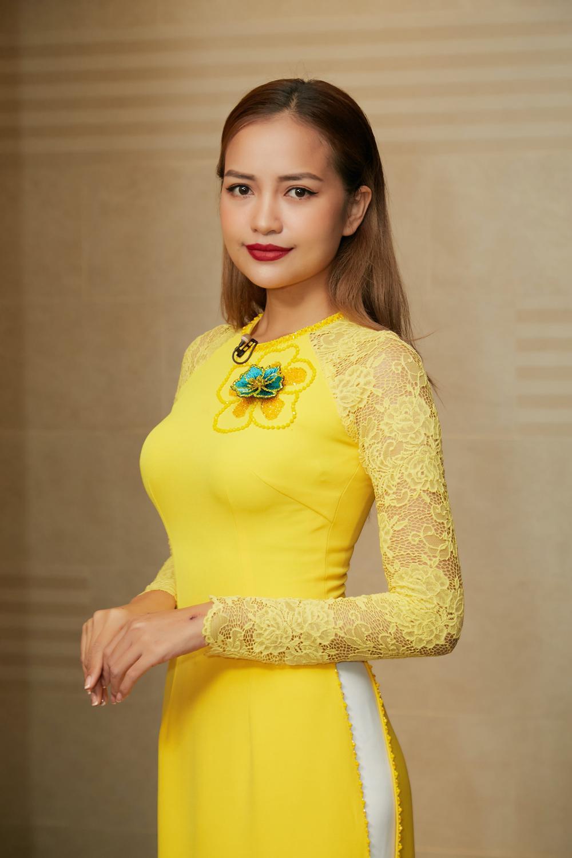 Khánh Vân, Nam Em diện áo dài đỏ rực rỡ, Hoàng My - Kim Duyên thướt tha 'hóa' nàng thơ xứ Huế Ảnh 8