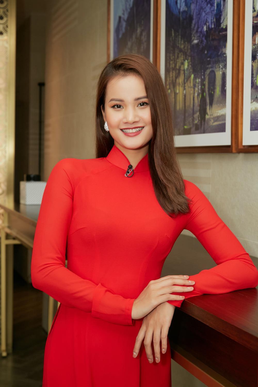 Khánh Vân, Nam Em diện áo dài đỏ rực rỡ, Hoàng My - Kim Duyên thướt tha 'hóa' nàng thơ xứ Huế Ảnh 4