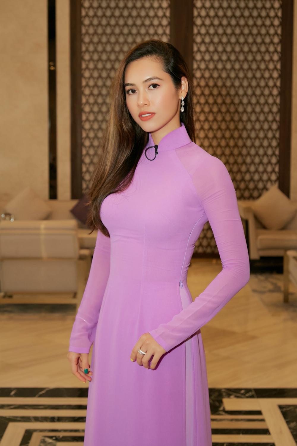Khánh Vân, Nam Em diện áo dài đỏ rực rỡ, Hoàng My - Kim Duyên thướt tha 'hóa' nàng thơ xứ Huế Ảnh 11