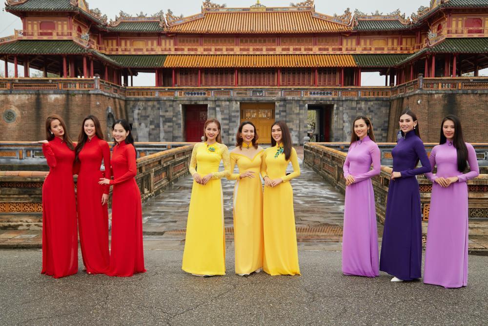 Khánh Vân, Nam Em diện áo dài đỏ rực rỡ, Hoàng My - Kim Duyên thướt tha 'hóa' nàng thơ xứ Huế Ảnh 2