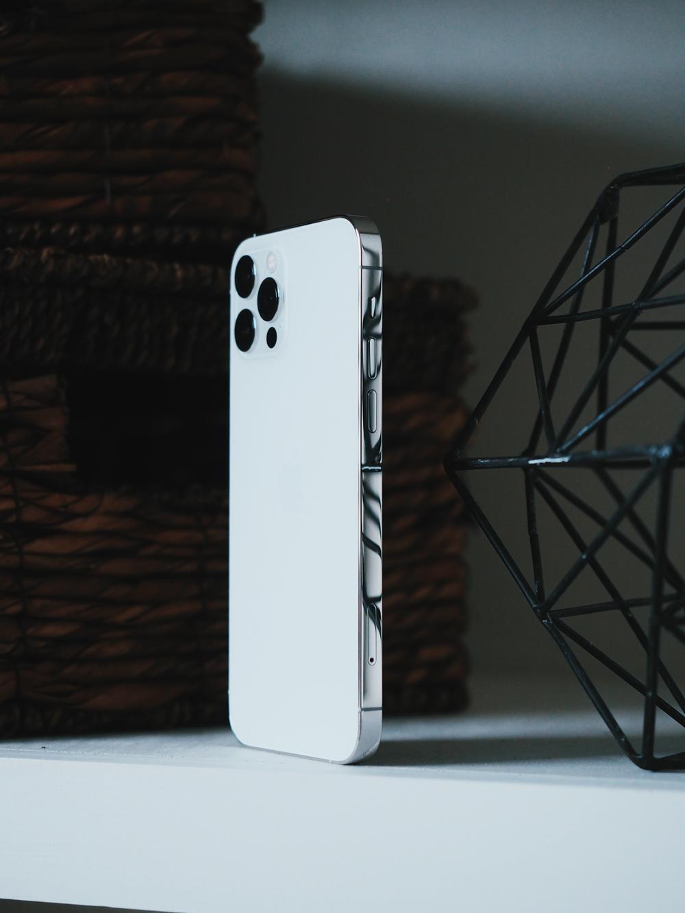 iPhone 12 Pro hot không kém iPhone 12 Pro Max tại Việt Nam, có nơi giảm hơn 3 triệu đồng Ảnh 4