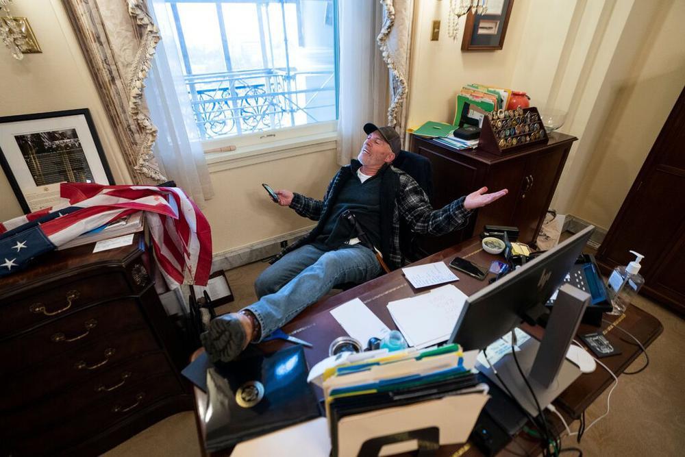 Laptop trong phòng bà Chủ tịch hạ viện Mỹ bị đánh cắp Ảnh 1