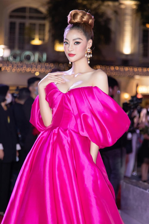 Á hậu Kiều Loan đụng váy 'hở ngực bạo' với đàn chị Ngọc Trinh Ảnh 1