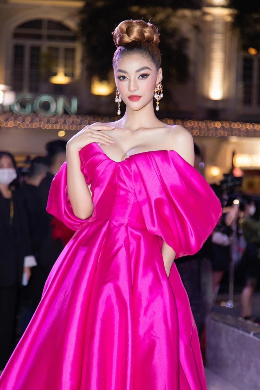 Á hậu Kiều Loan đụng váy 'hở ngực bạo' với đàn chị Ngọc Trinh Ảnh 2