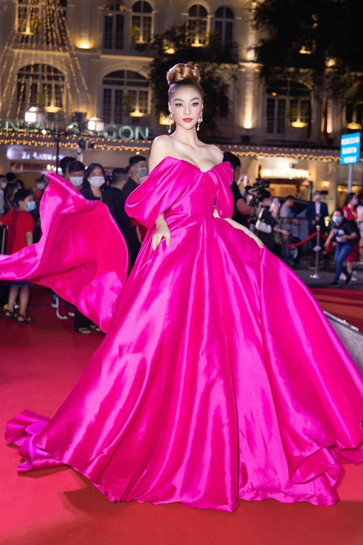 Á hậu Kiều Loan đụng váy 'hở ngực bạo' với đàn chị Ngọc Trinh Ảnh 3