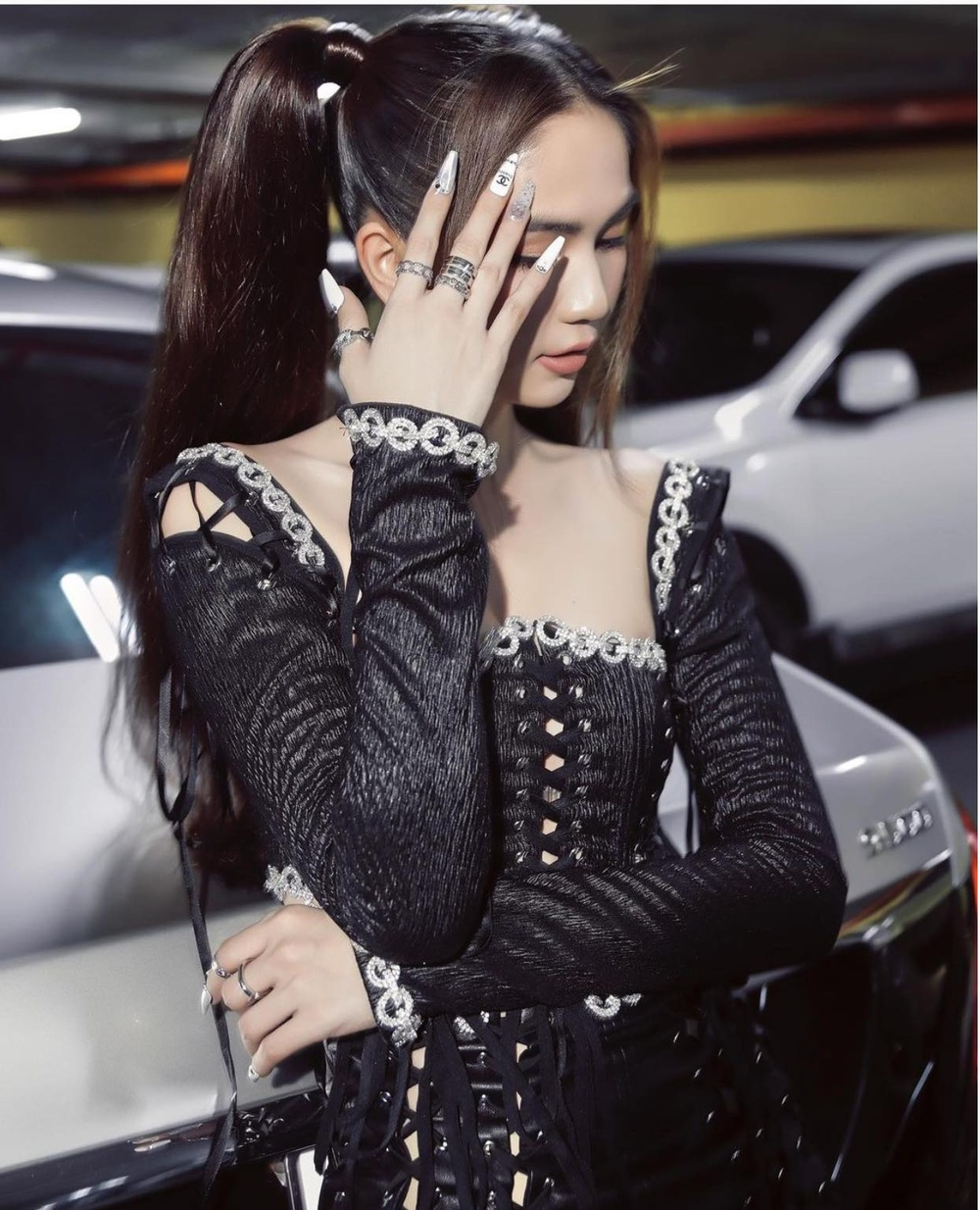 Ngọc Trinh lại khiến fan 'no mắt' với váy đen đan dây hở trên ngắn dưới siêu nóng bỏng Ảnh 7