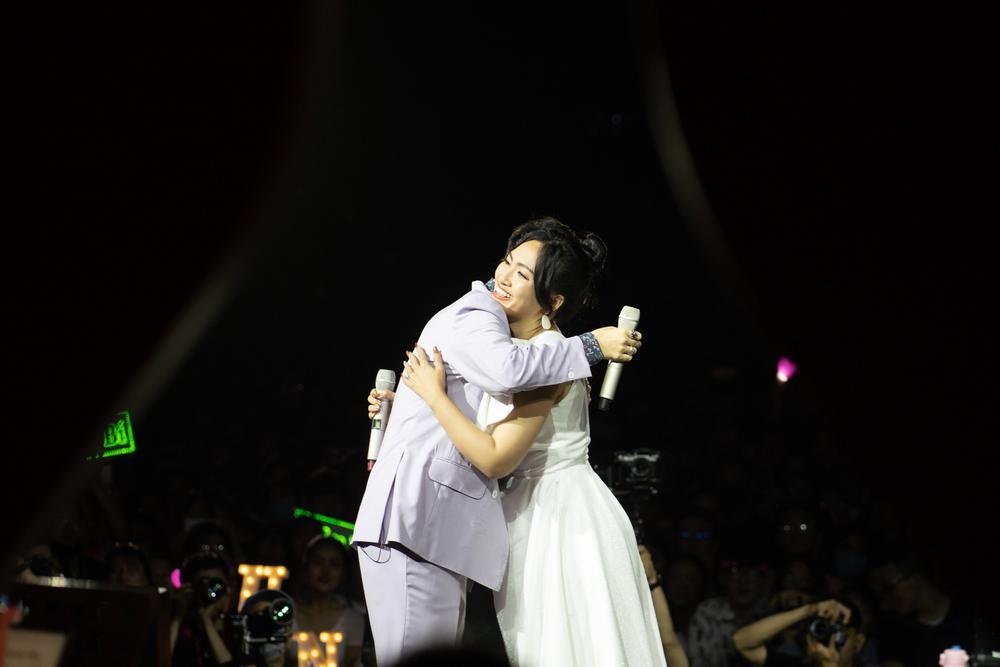 Hoàng Dũng thăng hoa cảm xúc cùng Nguyên Hà, Bùi Anh Tuấn trong concert 25 Ảnh 5