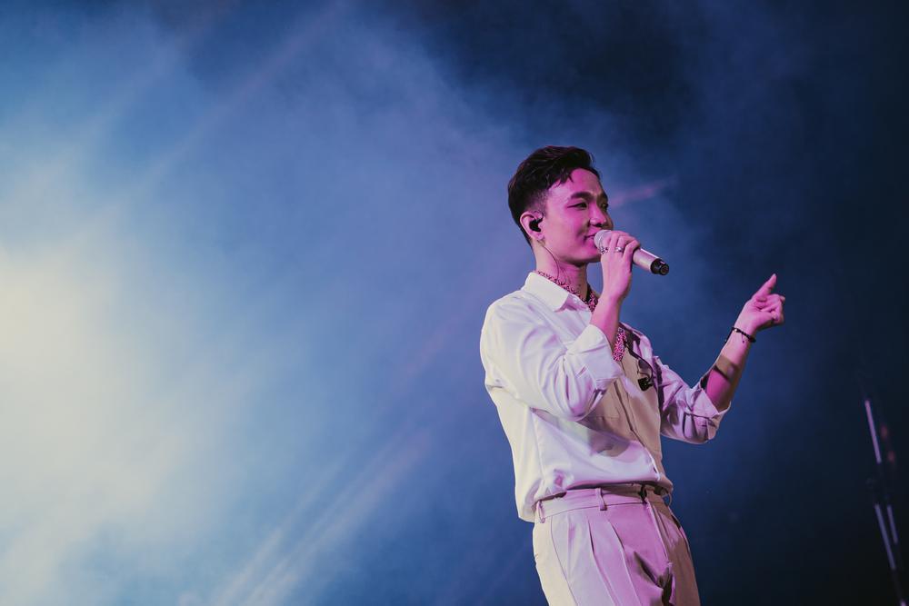 Hoàng Dũng thăng hoa cảm xúc cùng Nguyên Hà, Bùi Anh Tuấn trong concert 25 Ảnh 6