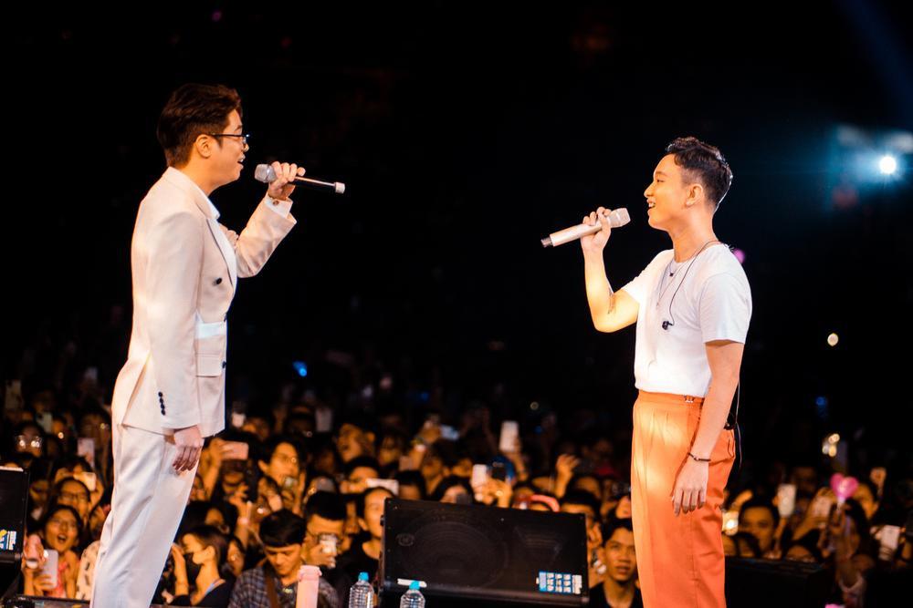 Hoàng Dũng thăng hoa cảm xúc cùng Nguyên Hà, Bùi Anh Tuấn trong concert 25 Ảnh 2