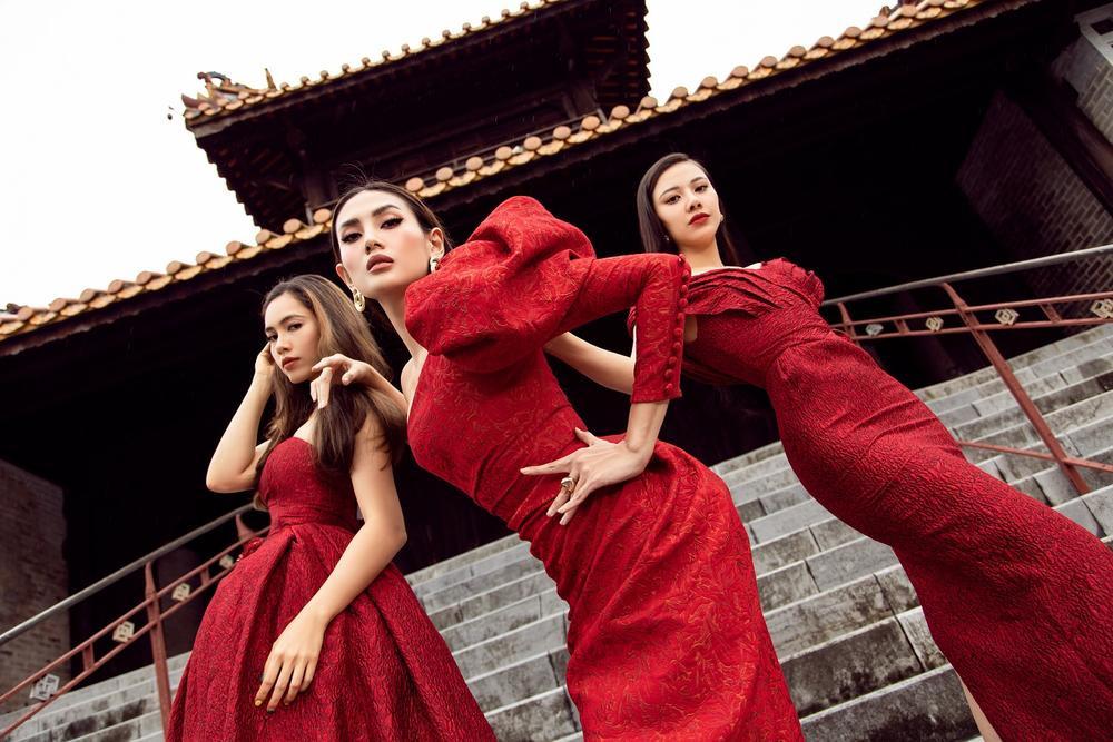 Võ Hoàng Yến, Hoa hậu Khánh Vân diện váy vóc rực rỡ tạo dáng kiêu sa tại cố đô Huế Ảnh 1