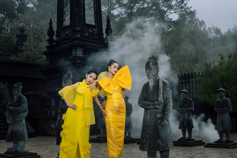 Võ Hoàng Yến, Hoa hậu Khánh Vân diện váy vóc rực rỡ tạo dáng kiêu sa tại cố đô Huế Ảnh 6