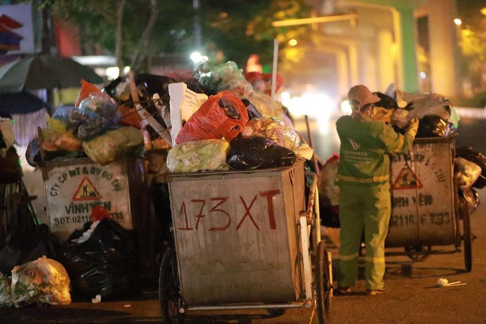Chùm ảnh: Những con người không ngủ đón đông cùng Hà Nội Ảnh 1