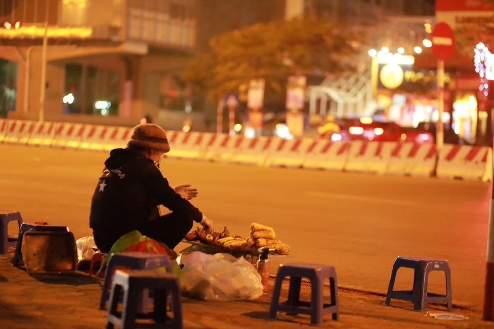 Chùm ảnh: Những con người không ngủ đón đông cùng Hà Nội Ảnh 9