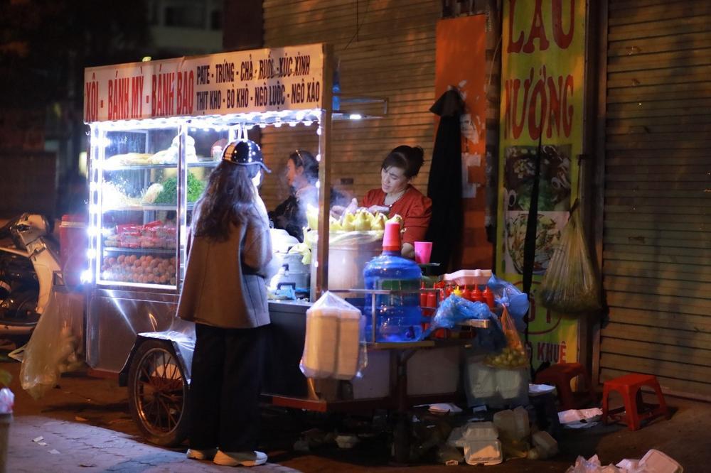 Chùm ảnh: Những con người không ngủ đón đông cùng Hà Nội Ảnh 10