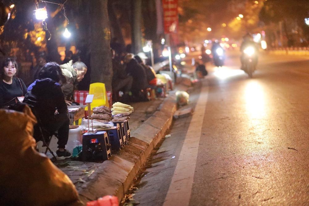Chùm ảnh: Những con người không ngủ đón đông cùng Hà Nội Ảnh 11