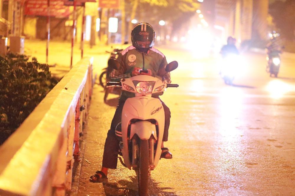 Chùm ảnh: Những con người không ngủ đón đông cùng Hà Nội Ảnh 3