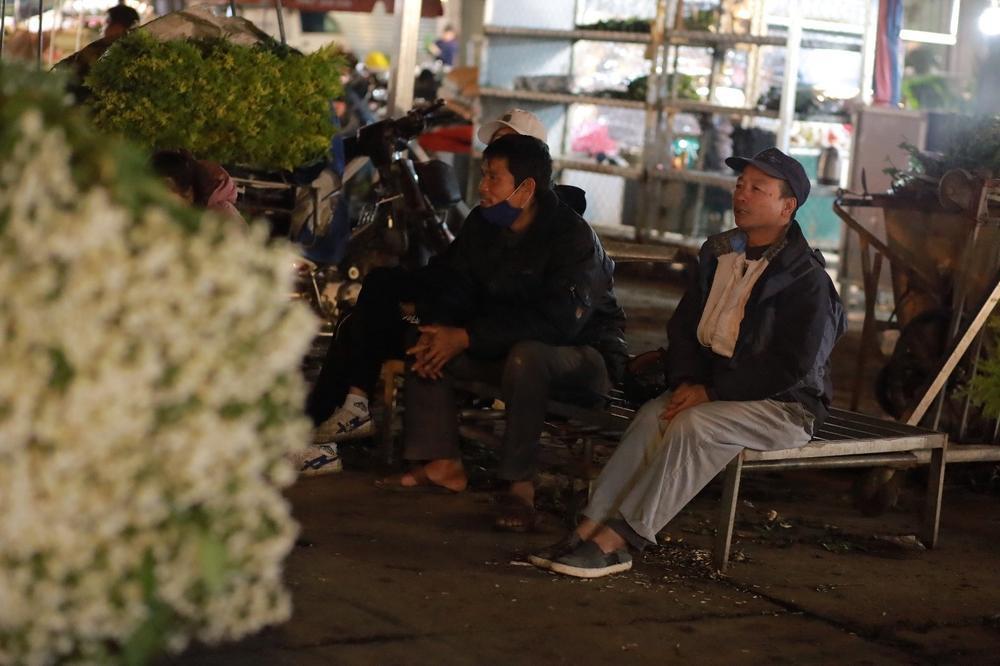 Chùm ảnh: Những con người không ngủ đón đông cùng Hà Nội Ảnh 7