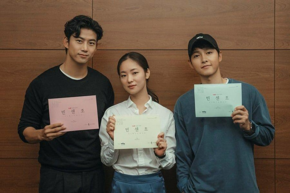 Jeon Yeo Bin nói về Song Joong Ki: Sẽ dệt lên mối tình đẹp như mộng năm 2021? Ảnh 2