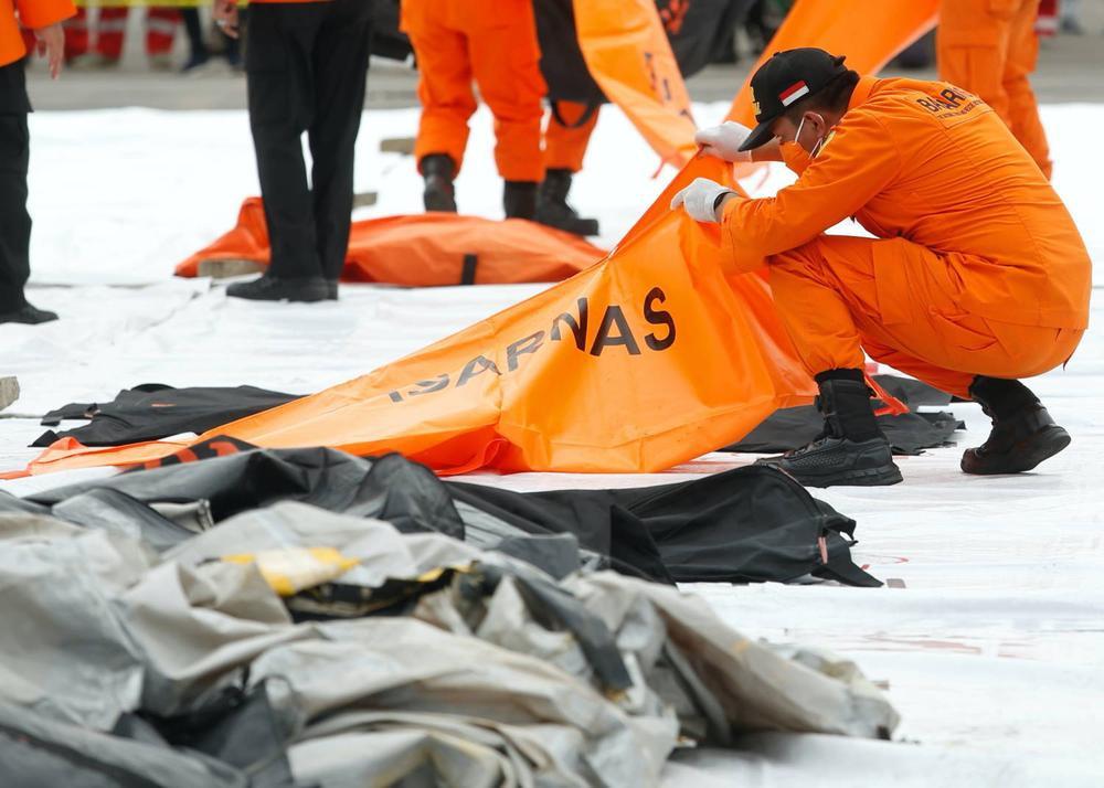 Xác định được vị trí hộp đen, Indonesia chạy đua trục vớt máy bay gặp nạn Ảnh 4