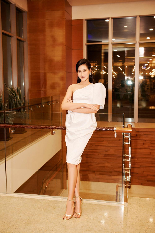 Hoa hậu Việt Nam - Đỗ Thị Hà kiều diễm với váy lệch vai nhưng Lương Thùy Linh đẹp quyến rũ quá lấn át Ảnh 5