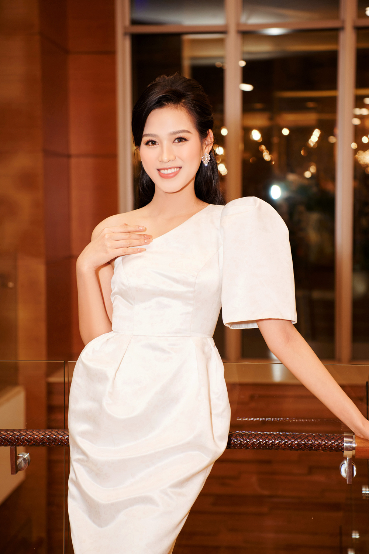 Hoa hậu Việt Nam - Đỗ Thị Hà kiều diễm với váy lệch vai nhưng Lương Thùy Linh đẹp quyến rũ quá lấn át Ảnh 4