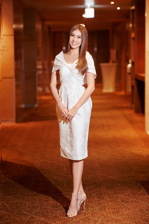 Hoa hậu Việt Nam - Đỗ Thị Hà kiều diễm với váy lệch vai nhưng Lương Thùy Linh đẹp quyến rũ quá lấn át Ảnh 7