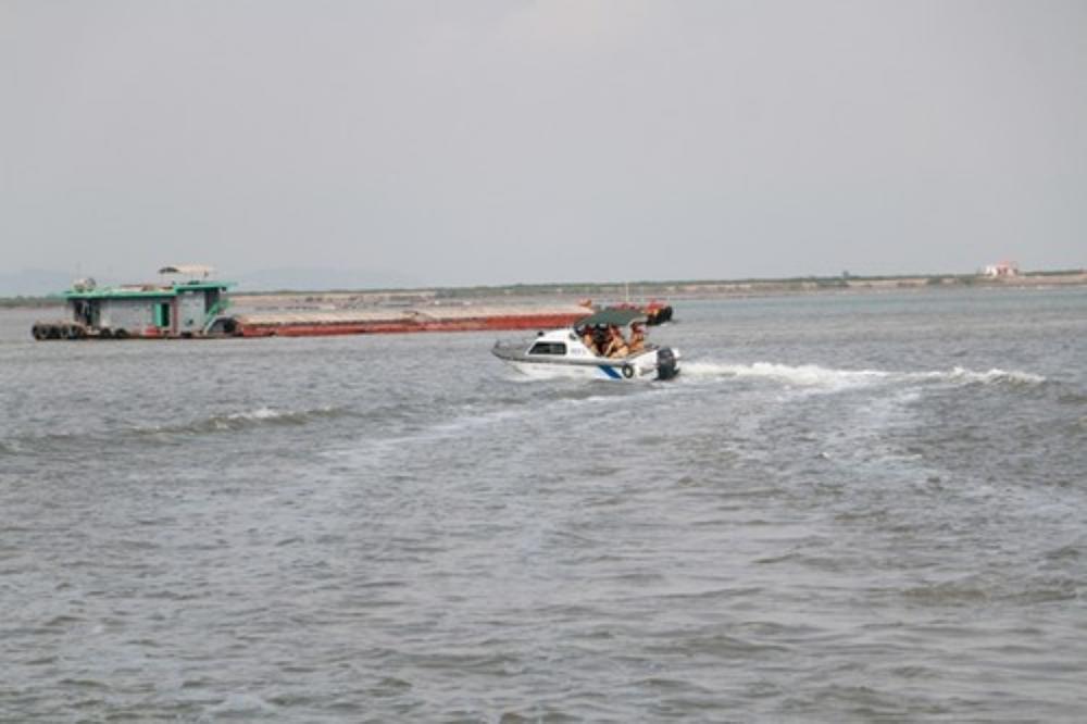 Bị tàu đâm lật xuồng khi làm nhiệm vụ trên sông, trung tá CSGT hi sinh Ảnh 1