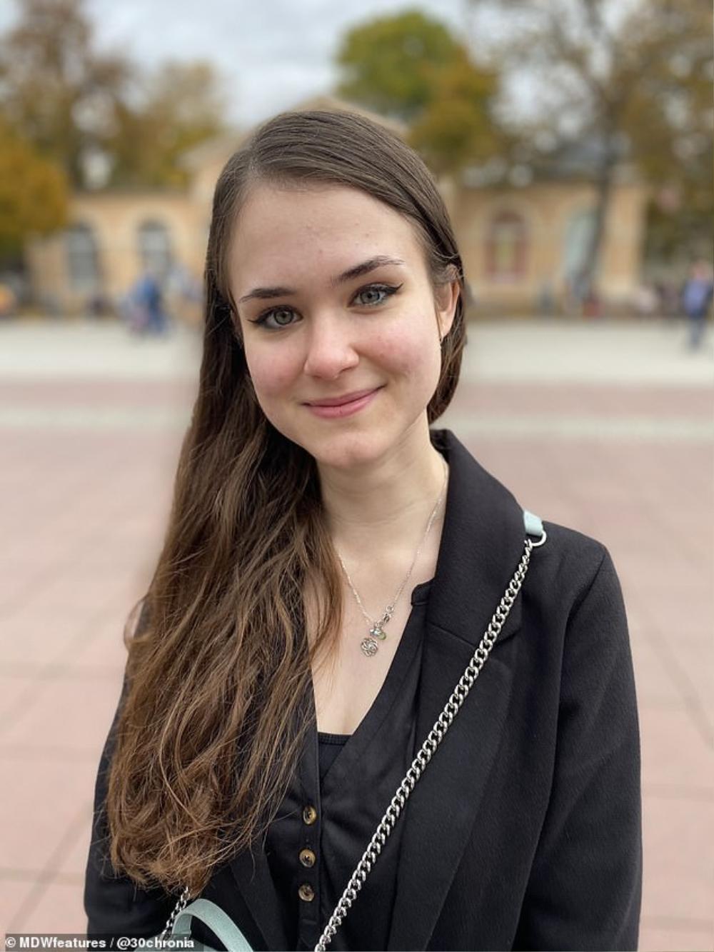 Chuyện tình 'đũa lệch' bắt nguồn từ YouTube của giáo sư và nữ sinh kém 27 tuổi Ảnh 1