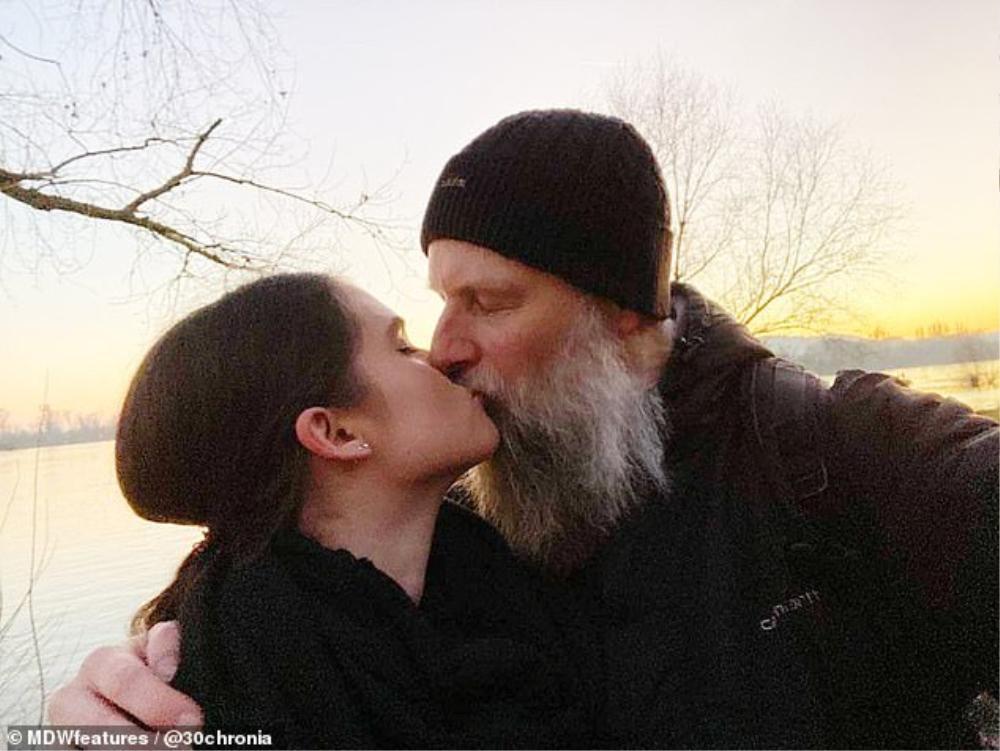 Chuyện tình 'đũa lệch' bắt nguồn từ YouTube của giáo sư và nữ sinh kém 27 tuổi Ảnh 11