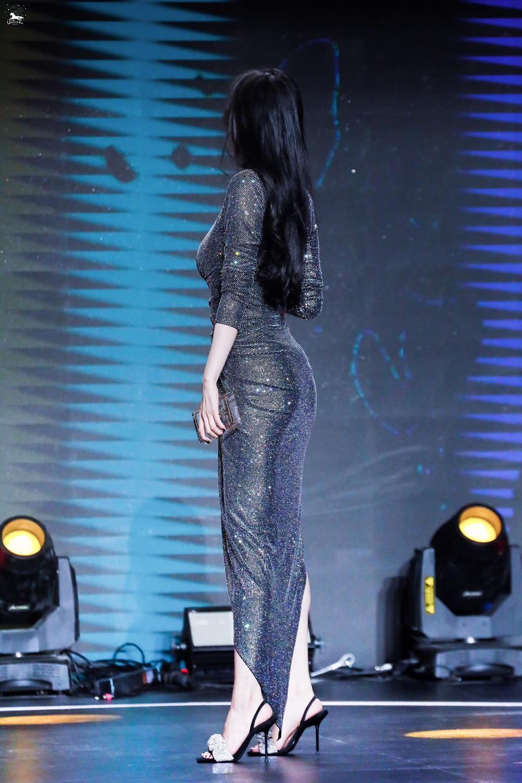 Đập tan tin đồn mông lép, Dương Mịch diện váy mỏng tang khoe vòng 3 'cong vút' trước ống kính Ảnh 5