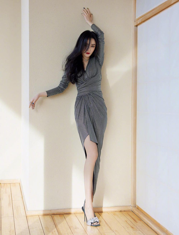 Đập tan tin đồn mông lép, Dương Mịch diện váy mỏng tang khoe vòng 3 'cong vút' trước ống kính Ảnh 2