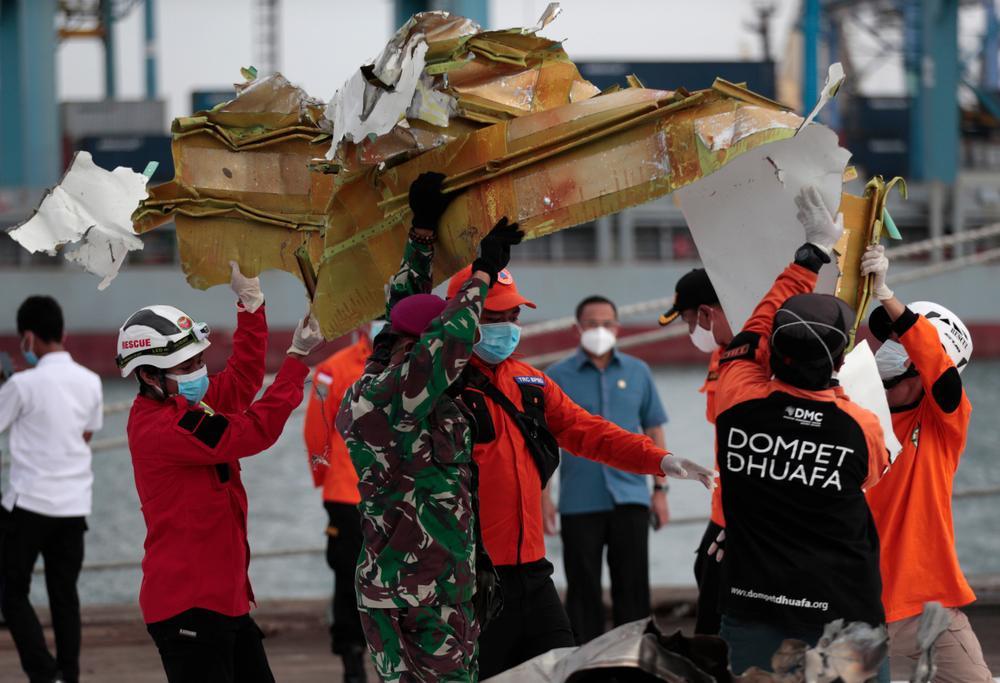 Dấu hiệu đáng chú ý trong vụ máy bay chở 62 người gặp nạn ở Indonesia Ảnh 4
