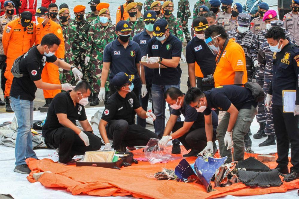 Dấu hiệu đáng chú ý trong vụ máy bay chở 62 người gặp nạn ở Indonesia Ảnh 2