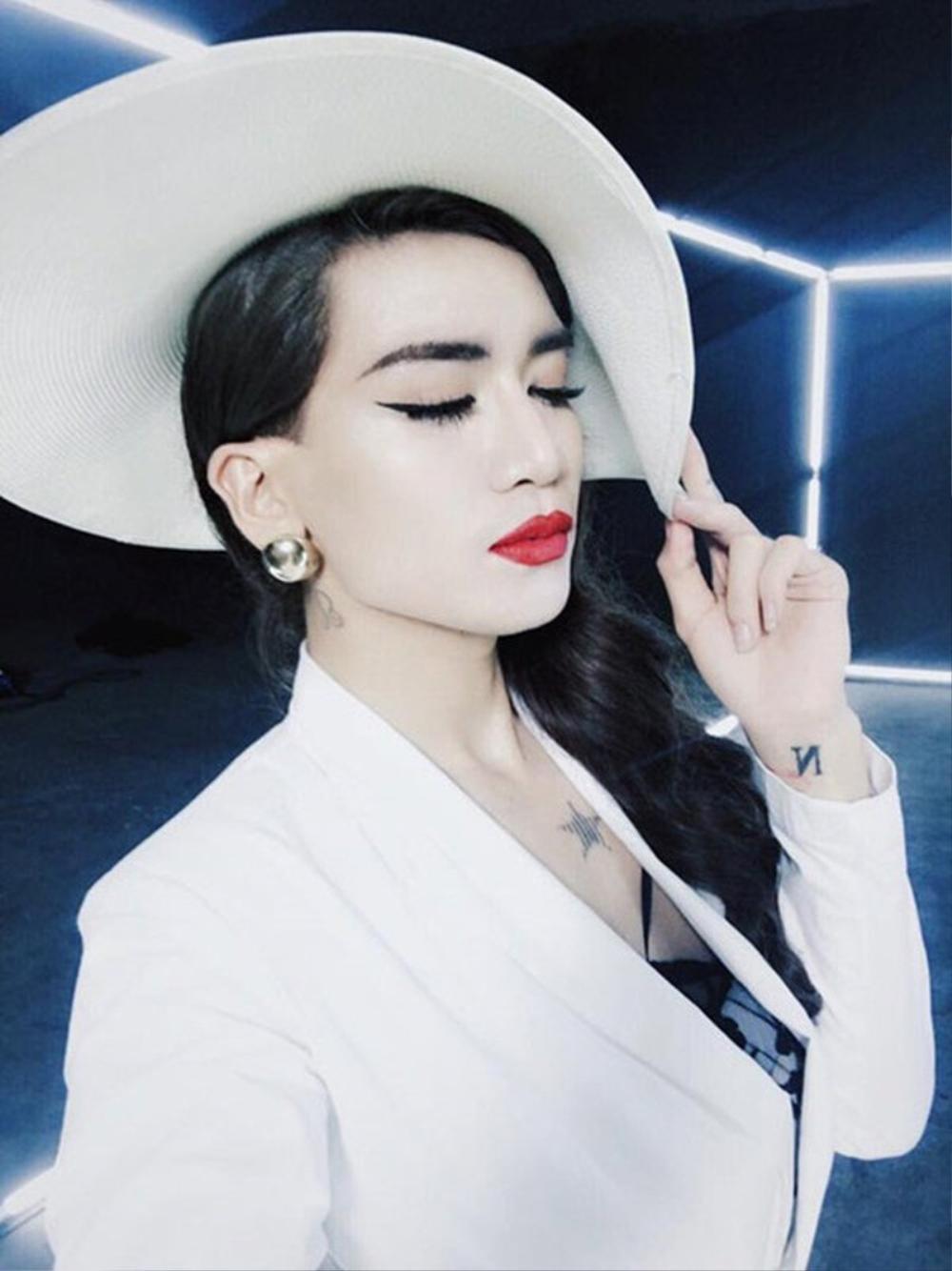 BB Trần xin việc giữ chồng Kim Lý giúp 'mẹ bỉm sữa', Hồ Ngọc Hà thuê ngay: 'Làm ơn qua gấp' Ảnh 4