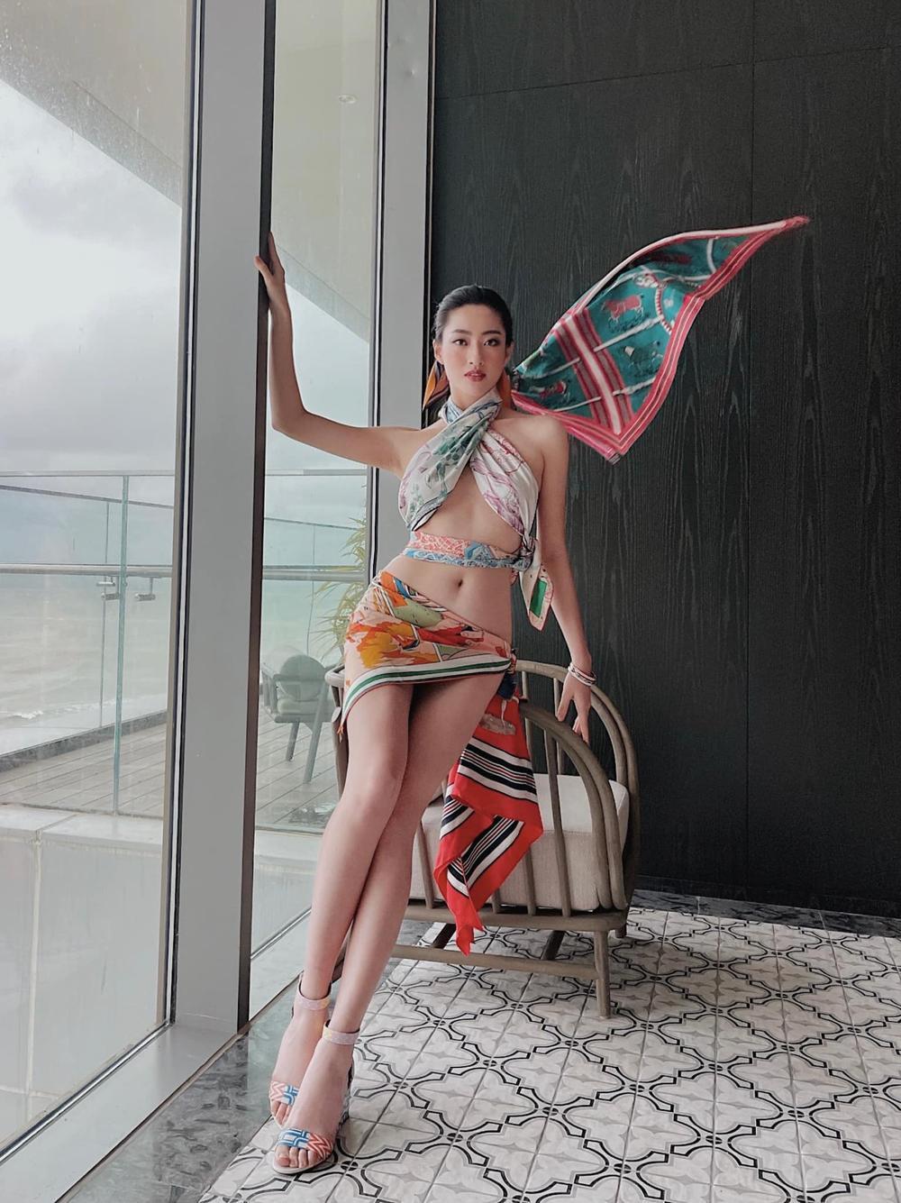 Hoa hậu Lương Thùy Linh lấy khăn lụa quấn làm váy cắt xẻ đầy táo bạo khoe body cực phẩm Ảnh 3