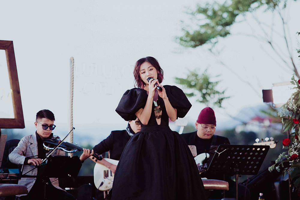 Văn Mai Hương hát live liên tục hơn 20 bài giữa cái lạnh 'cắt da' của Đà Lạt Ảnh 2