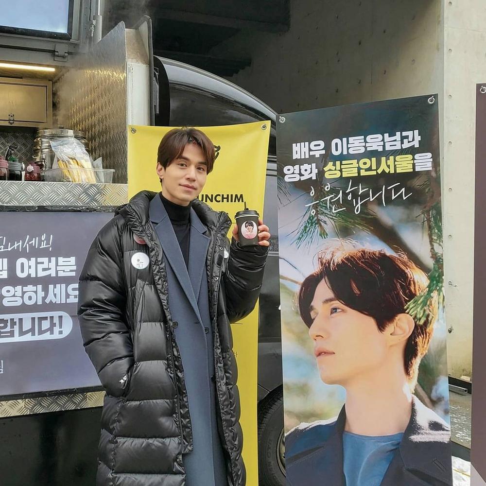 Im Soo Jung mang Lee Dong Wook về nhà sau khi 'bồ cũ' Jo Bo Ah thân mật tặng quà Ảnh 2