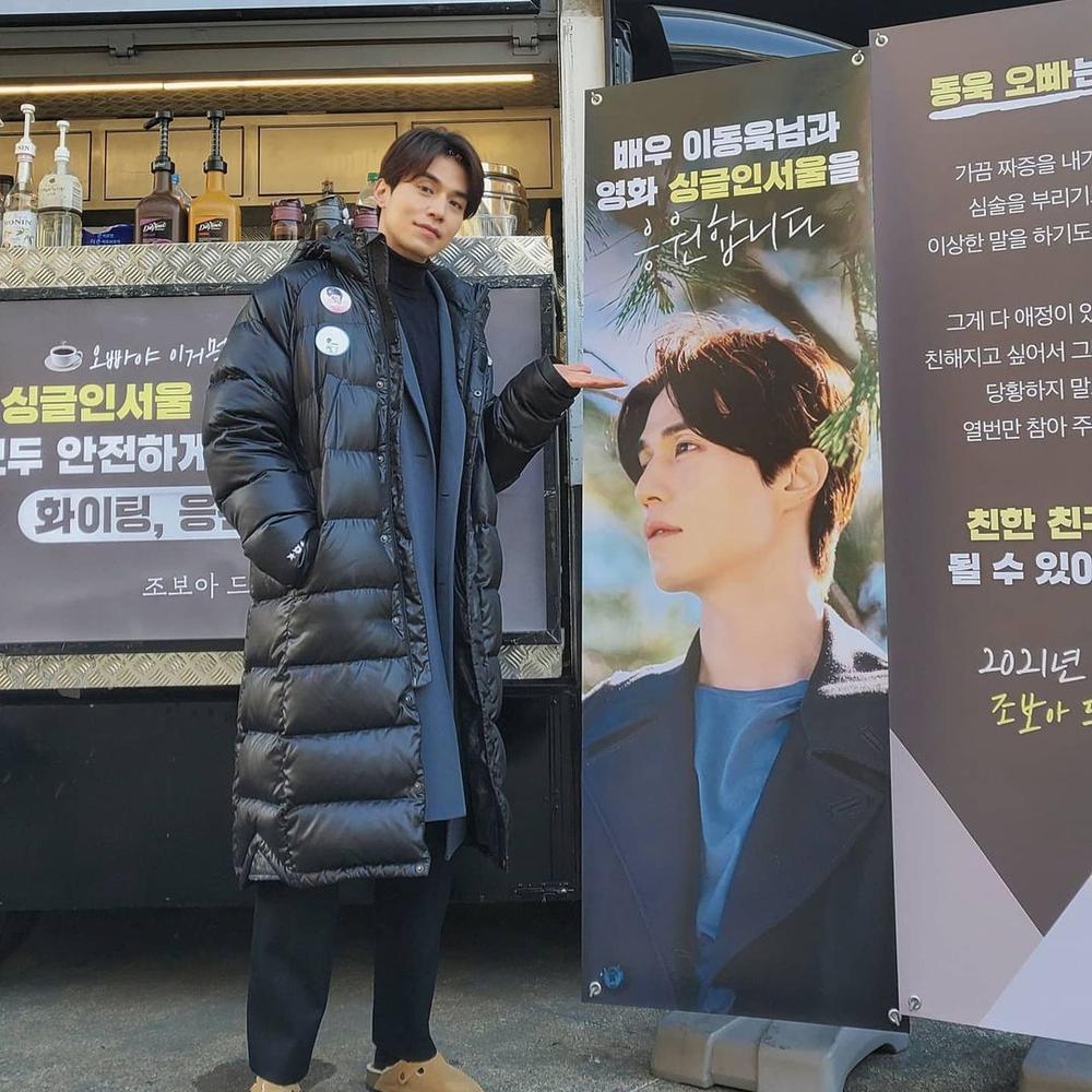 Im Soo Jung mang Lee Dong Wook về nhà sau khi 'bồ cũ' Jo Bo Ah thân mật tặng quà Ảnh 1