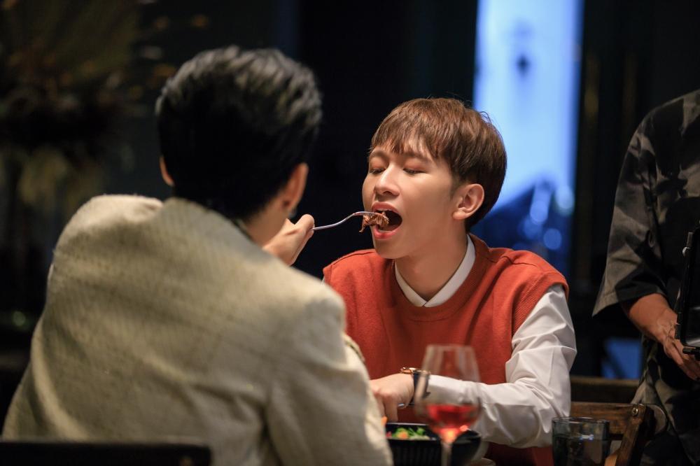 Tập 2 'Em là chàng trai của anh': Chưa gì Cody đã ngọt ngào khóa môi Đỗ Hoàng Dương khiến fan 'quắn quéo' Ảnh 11