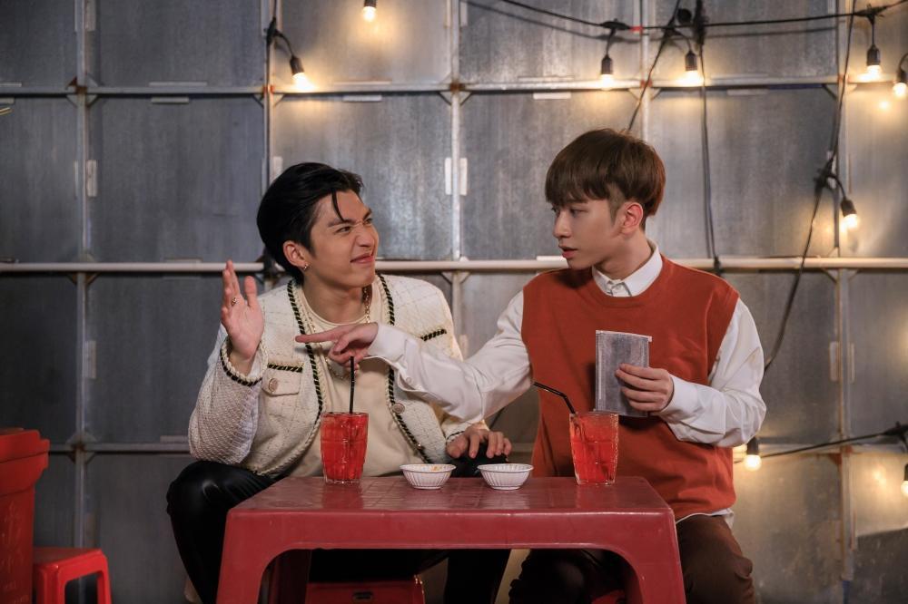 Tập 2 'Em là chàng trai của anh': Chưa gì Cody đã ngọt ngào khóa môi Đỗ Hoàng Dương khiến fan 'quắn quéo' Ảnh 12