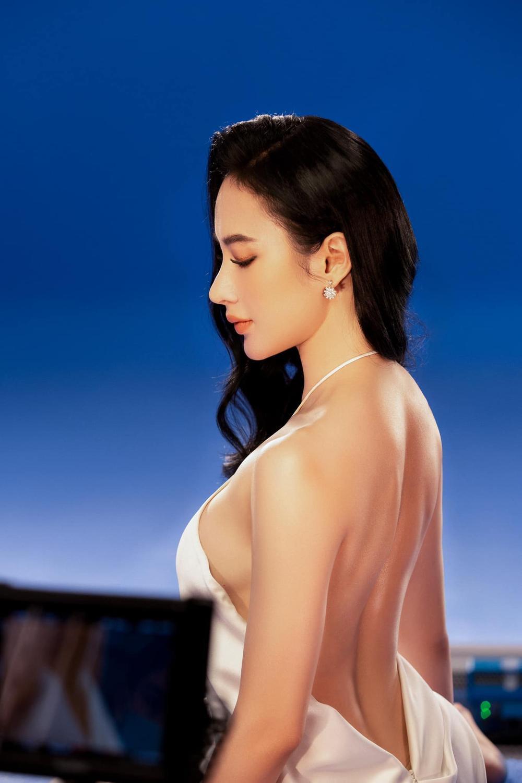 Angela Phương Trinh xinh như nữ thần, pose dáng khoe trọn tấm lưng, thả lơi 'cặp tuyết lê' gợi cảm Ảnh 5