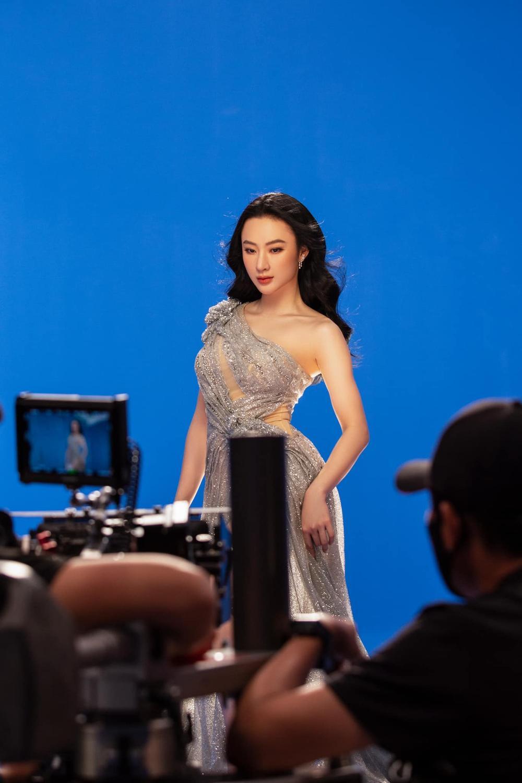 Angela Phương Trinh xinh như nữ thần, pose dáng khoe trọn tấm lưng, thả lơi 'cặp tuyết lê' gợi cảm Ảnh 7