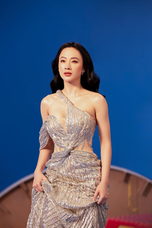 Angela Phương Trinh xinh như nữ thần, pose dáng khoe trọn tấm lưng, thả lơi 'cặp tuyết lê' gợi cảm Ảnh 6