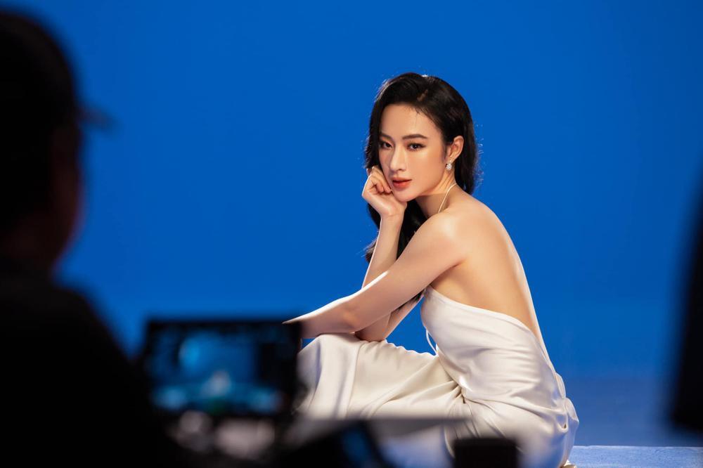 Angela Phương Trinh xinh như nữ thần, pose dáng khoe trọn tấm lưng, thả lơi 'cặp tuyết lê' gợi cảm Ảnh 4
