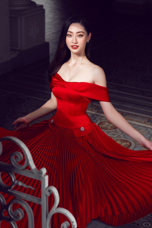 Lương Thùy Linh đẹp bỏng cháy với váy xẻ cao tít lộ chân nuột nà, nhan sắc yêu kiều tựa nữ thần Ảnh 7