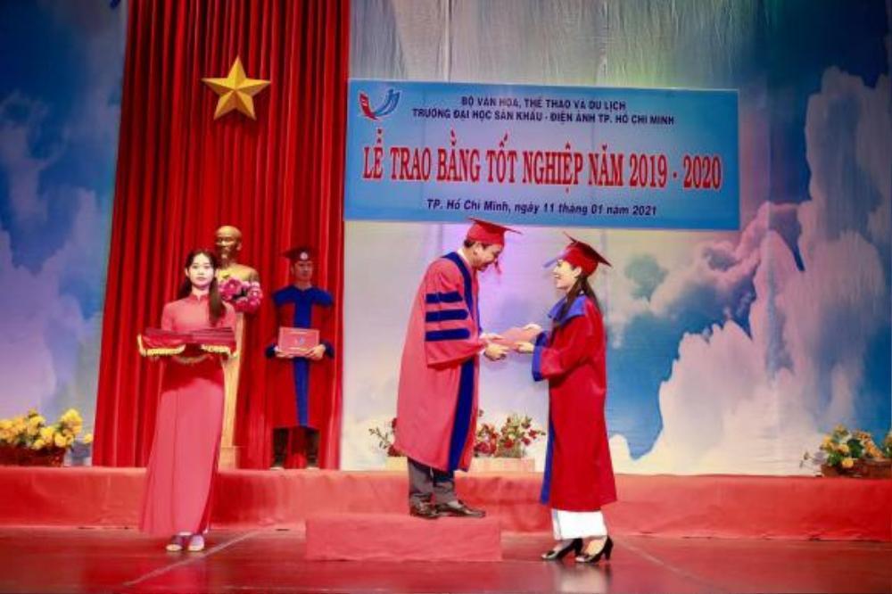 Ở tuổi 49, Á hậu Trịnh Kim Chi tốt nghiệp Cử nhân Trường đại học Sân khấu - Điện ảnh Ảnh 1
