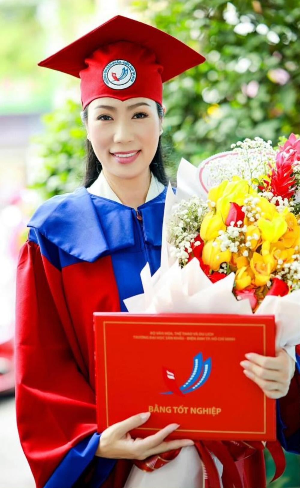 Ở tuổi 49, Á hậu Trịnh Kim Chi tốt nghiệp Cử nhân Trường đại học Sân khấu - Điện ảnh Ảnh 4